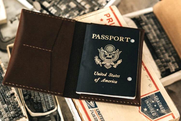 紺色のパスポート