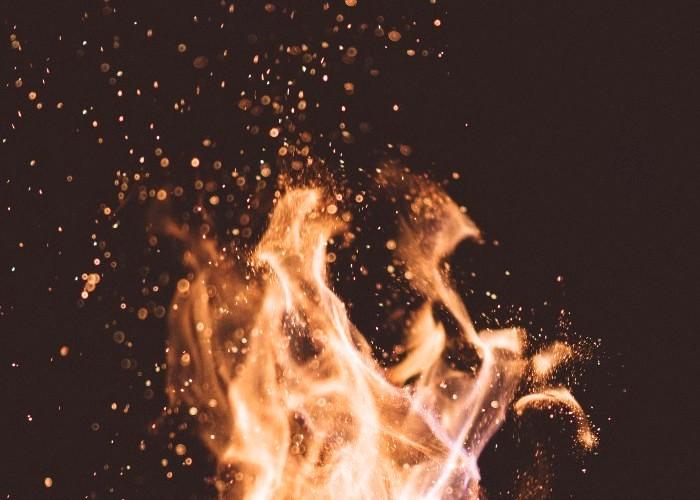 キラキラした炎